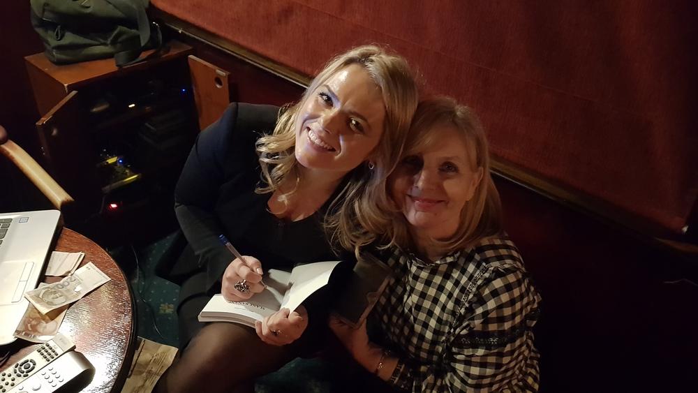 Potpisivanje knjige, Riana i Đurđica